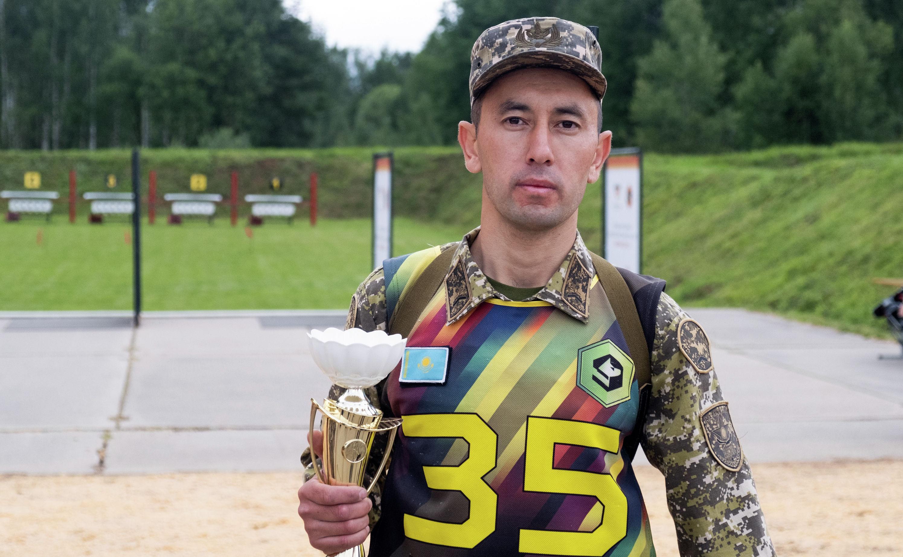 Ефрейтор Магжан Жанебеков, победитель соревнований кинологов в индивидуальной Гонке чемпионов в рамках конкурса Верный друг на АРМИ-2019
