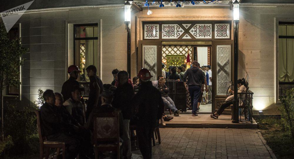 Қырғызстанның бұрынғы президенті Алмазбек Атамбаевтың резиденциясы маңындағы жағдай
