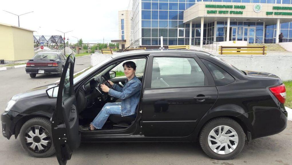 Первая выпускница автошколы Равная дорога Екатерина Залецкая