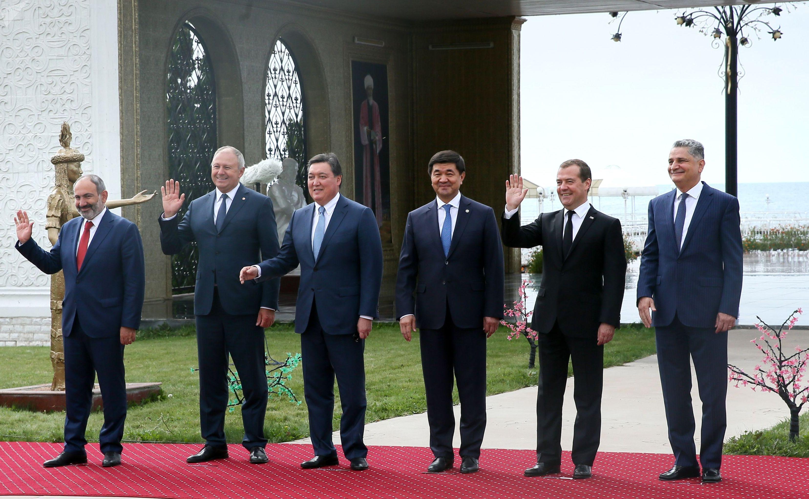 Премьер-министр Армении Никол Пашинян, премьер-министр Беларуси Сергей Румас, премьер-министр Казахстана Аскар Мамин и премьер-министр Кыргызстана Мухаммедкалый Абылгазиев