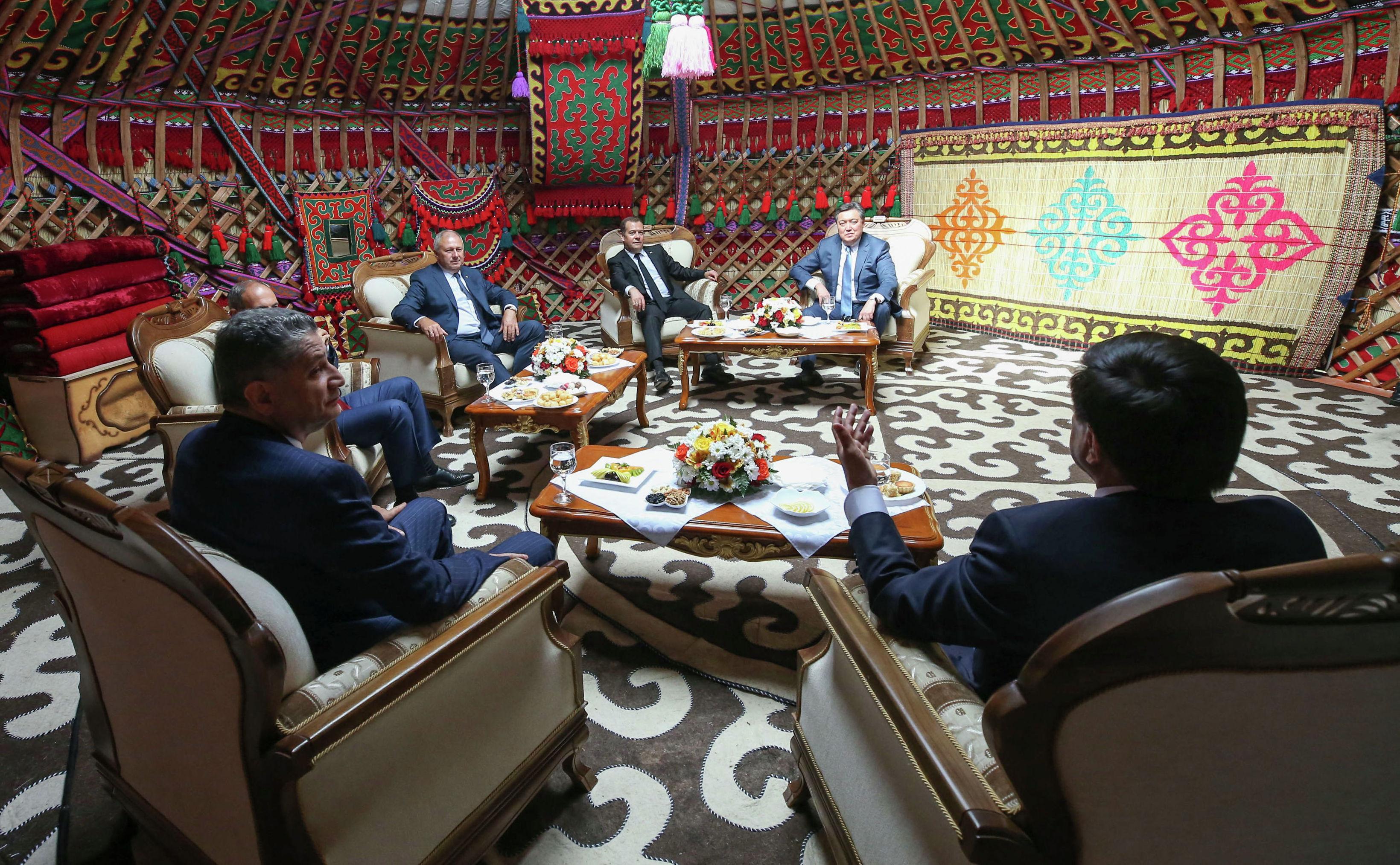 Мамин в Кыргызстане: О чем говорили премьер-министры