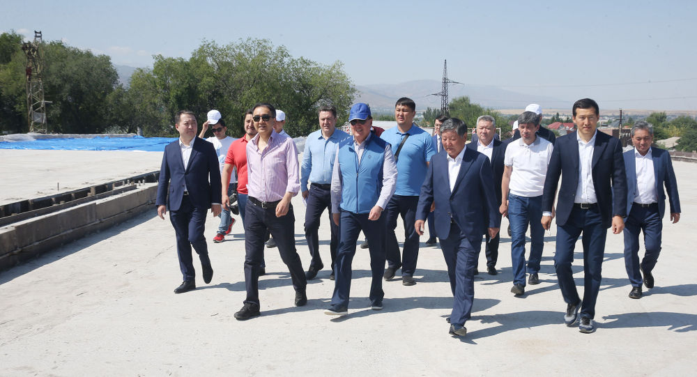 В ущелье Аюсай состоялся экологический субботник, в котором приняли участие премьер, аким и руководители крупных предприятий Алматы