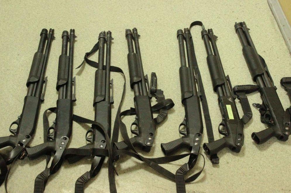 Оружие, изъятое из дома экс-президента Кыргызстана Алмазбека Атамбаева