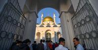 Мусульмане празднуют Курбан айт