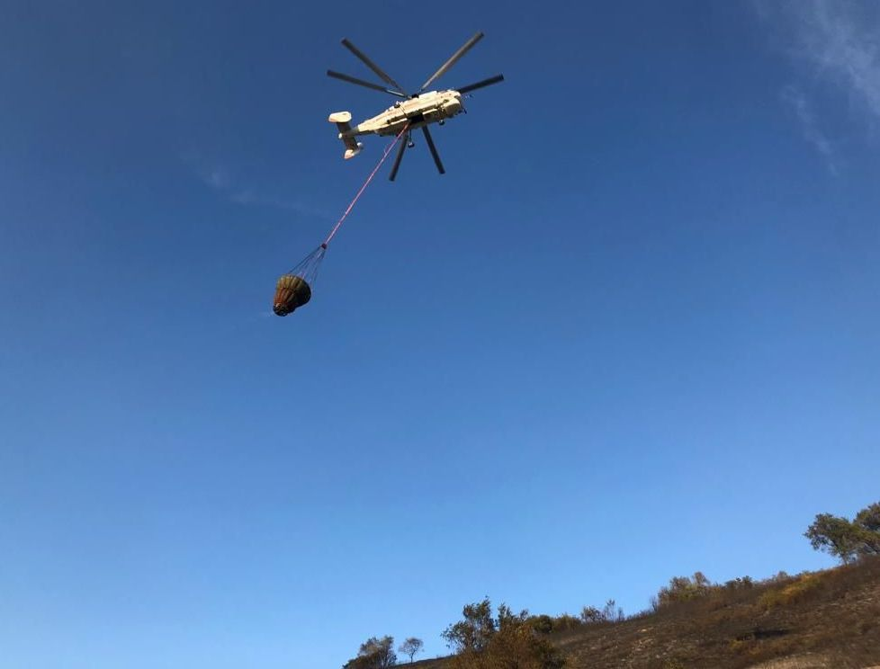 Вертолет задействован при тушении крупного возгорания на Кок-Тобе