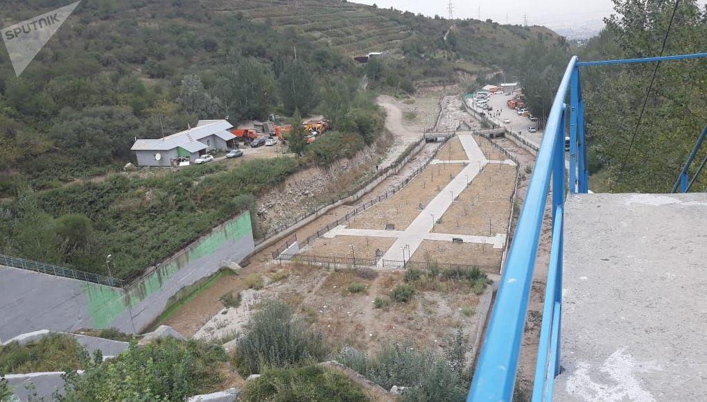 Бетонирование и укрепление русла реки выполнено с учетом приема до двадцати кубометров в секунду