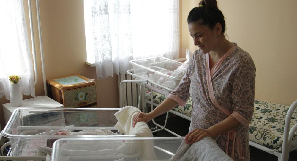 Лилия Коновалова егіз балаларымен
