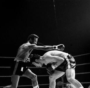 Легендарный боксер Хосе Наполес (справа), архивное фото