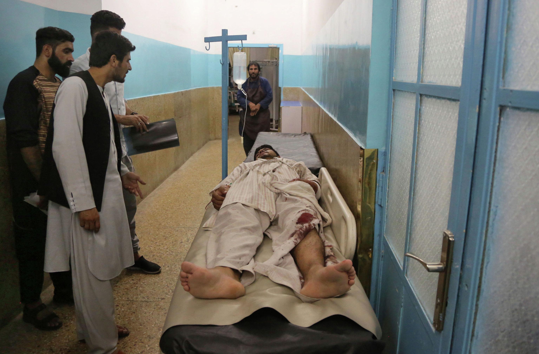 Раненый в больнице после взрыва в зале бракосочетаний в Кабуле, Афганистан, в воскресенье, 18 августа 2019 года