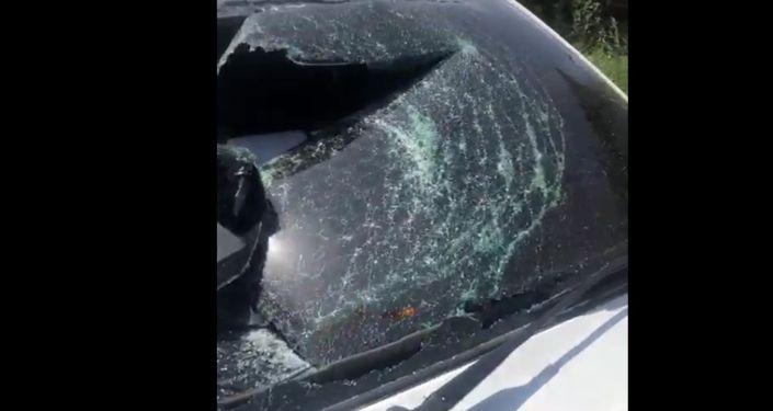 Разбитое стекло машины Бахтияра Камзина