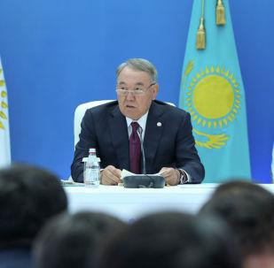 Елбасы Нурсултан Назарбаев на заседании политсовета партии Нур Отан
