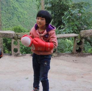 Малышка на миллион: 8-летняя звезда бокса - видео