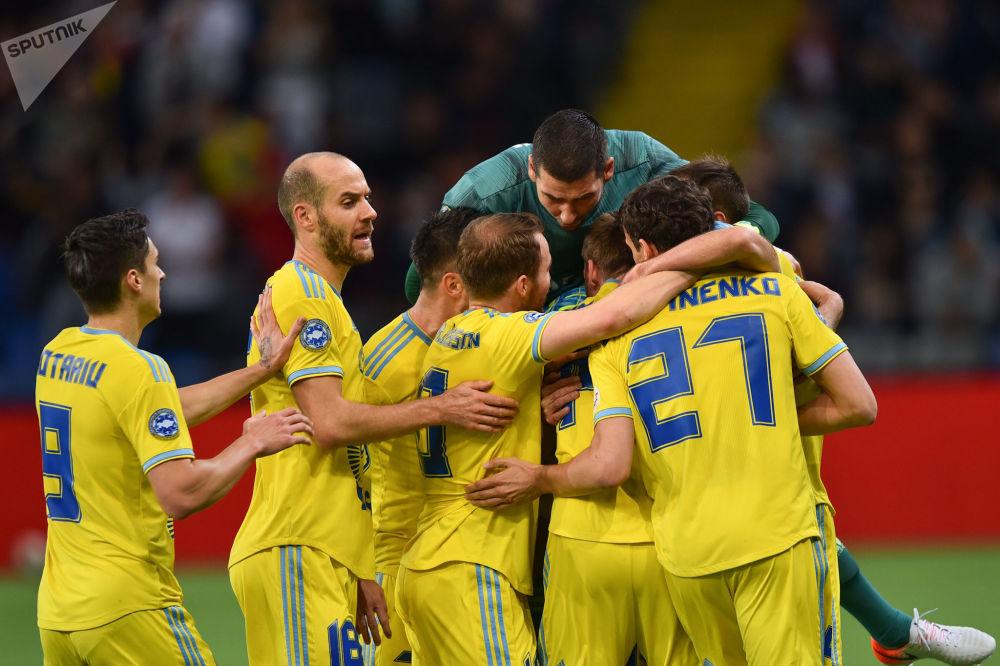 Астана празднует забитый гол белорусскому БАТЭ в первом тайме матча
