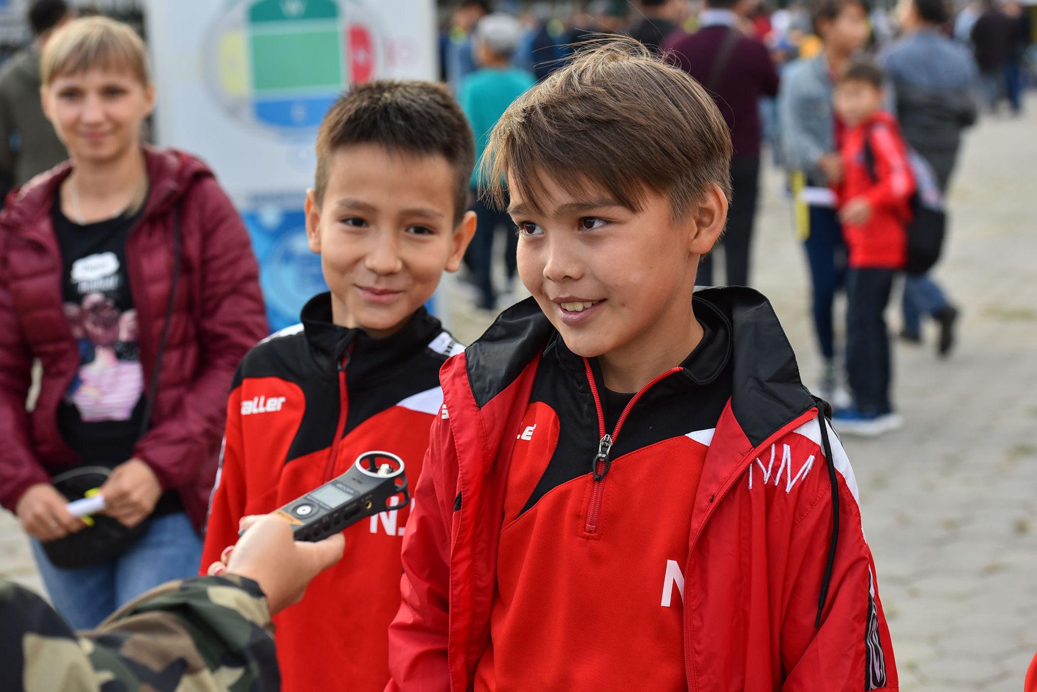 Юные болельщики Наиль и Илья  верят, что Астана победит со счетом 4:2