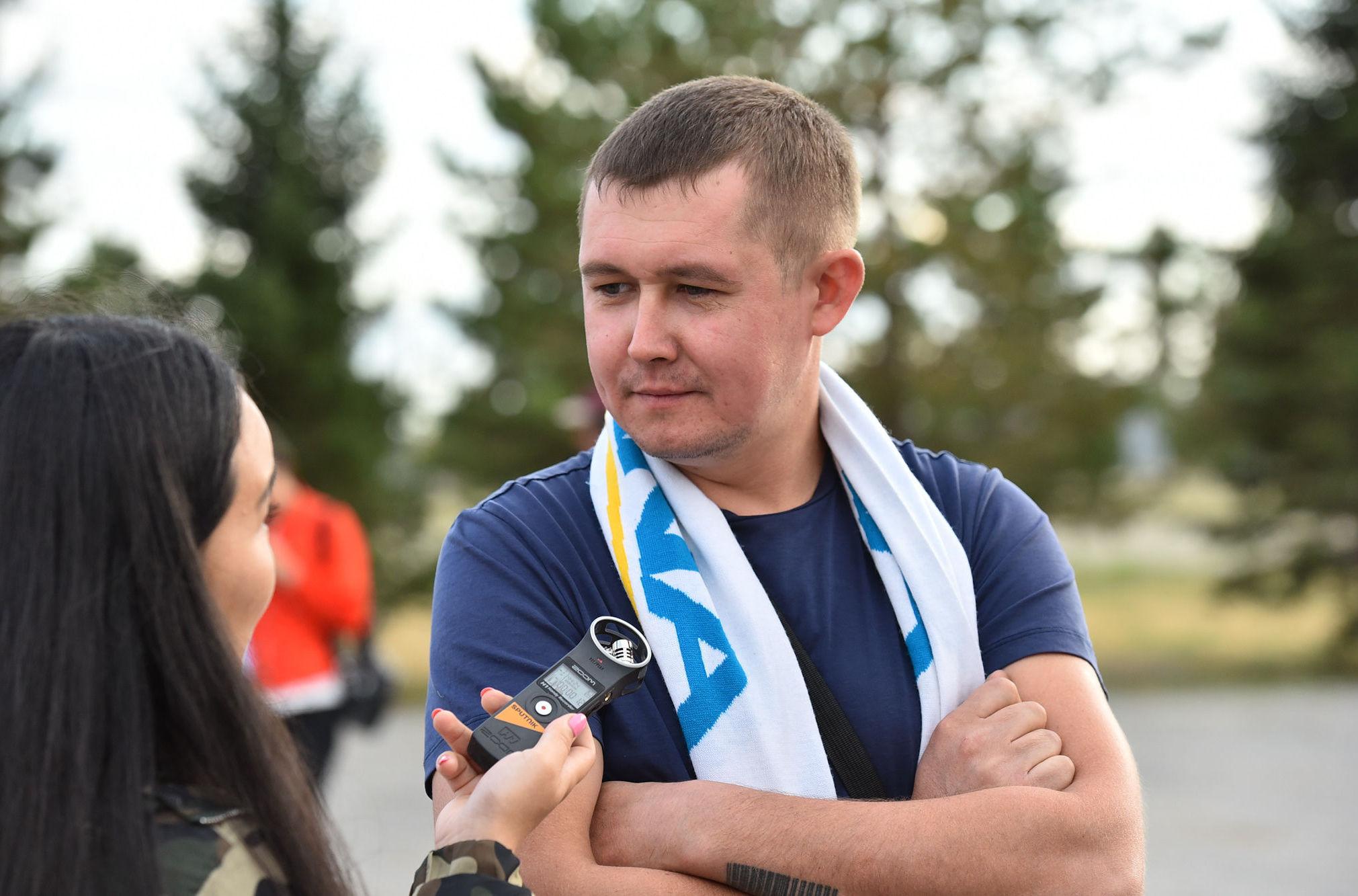 Болельщик Астаны на интервью с журналистом Sputnik в преддверии игры
