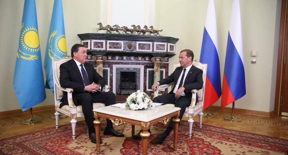 Премьер-министр Казахстана Аскар Мамин встретился с коллегой Дмитрием Медведевым в ходе рабочего визита в Россию