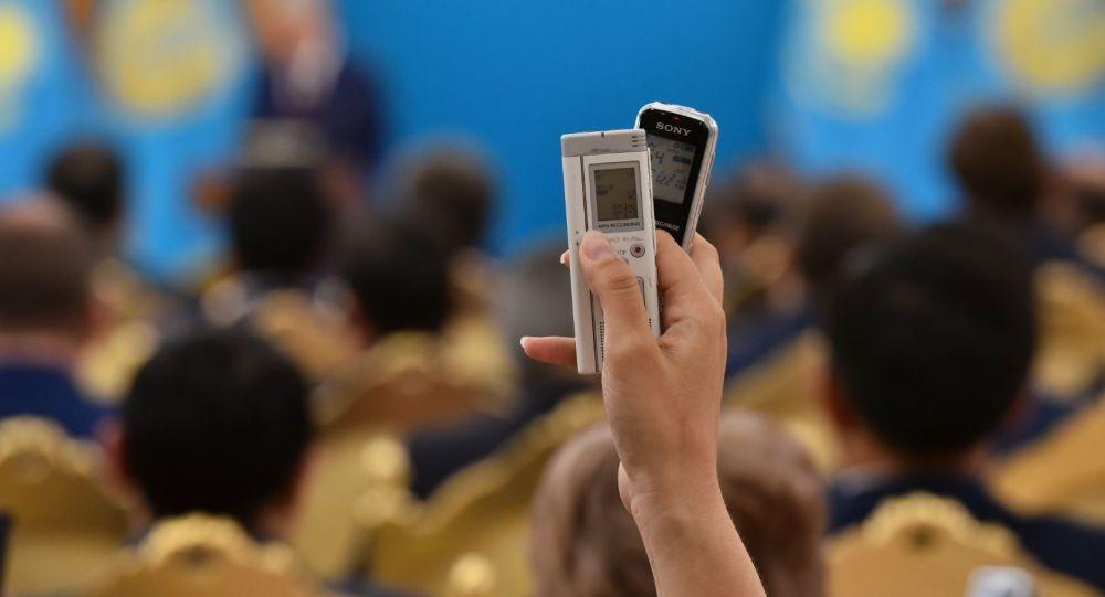 Диктофоны (для заставочного фото)