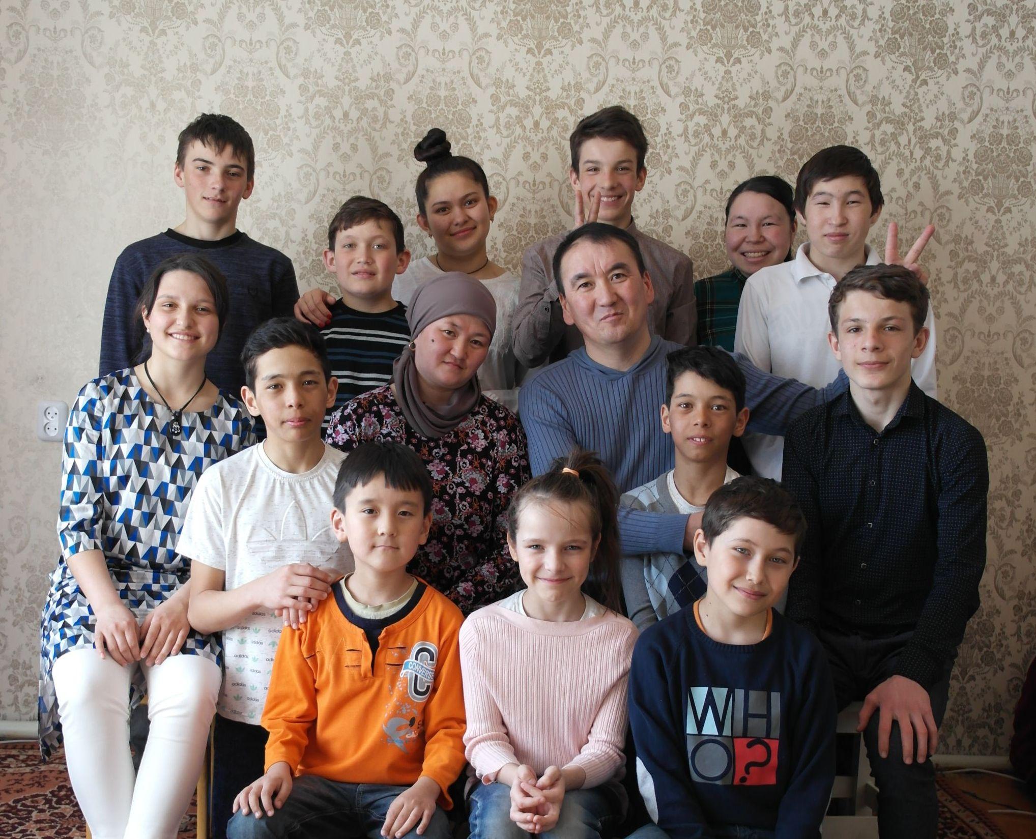 Семья, пройдя большой путь, разрослась. Мурат Кабылбаев стал общественным деятелем, получил несколько титулов и премий, в том силе Алтын журек за помощь сиротам, вошел в 100 новых лиц Казахстана и написал книгу Покажи мне небо, которая началась с заметок о детях