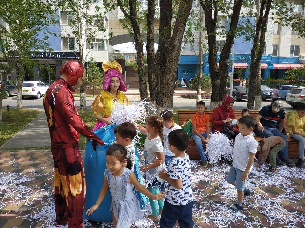 На книжном фестивале Kitap Fest Nur-Sultan малышей развлекали аниматоры, дети постарше могли принять участие в  разных квестах