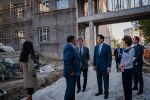 Аким столицы Кульгинов во время утреннего объезда посетил две образовательные  школы