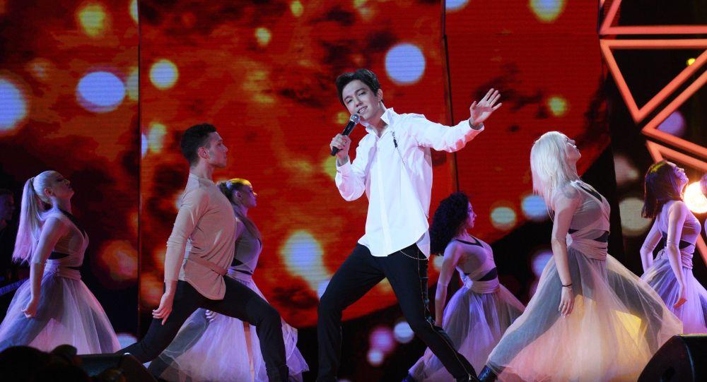 Певец Димаш Кудайберген на закрытии международного конкурса молодых исполнителей популярной музыки Новая волна-2019 в Олимпийском парке