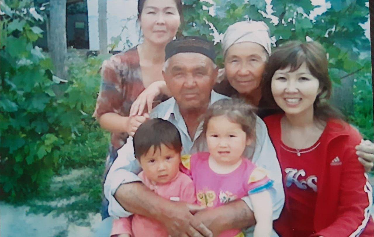 Сайлау Абдалиев с семьей