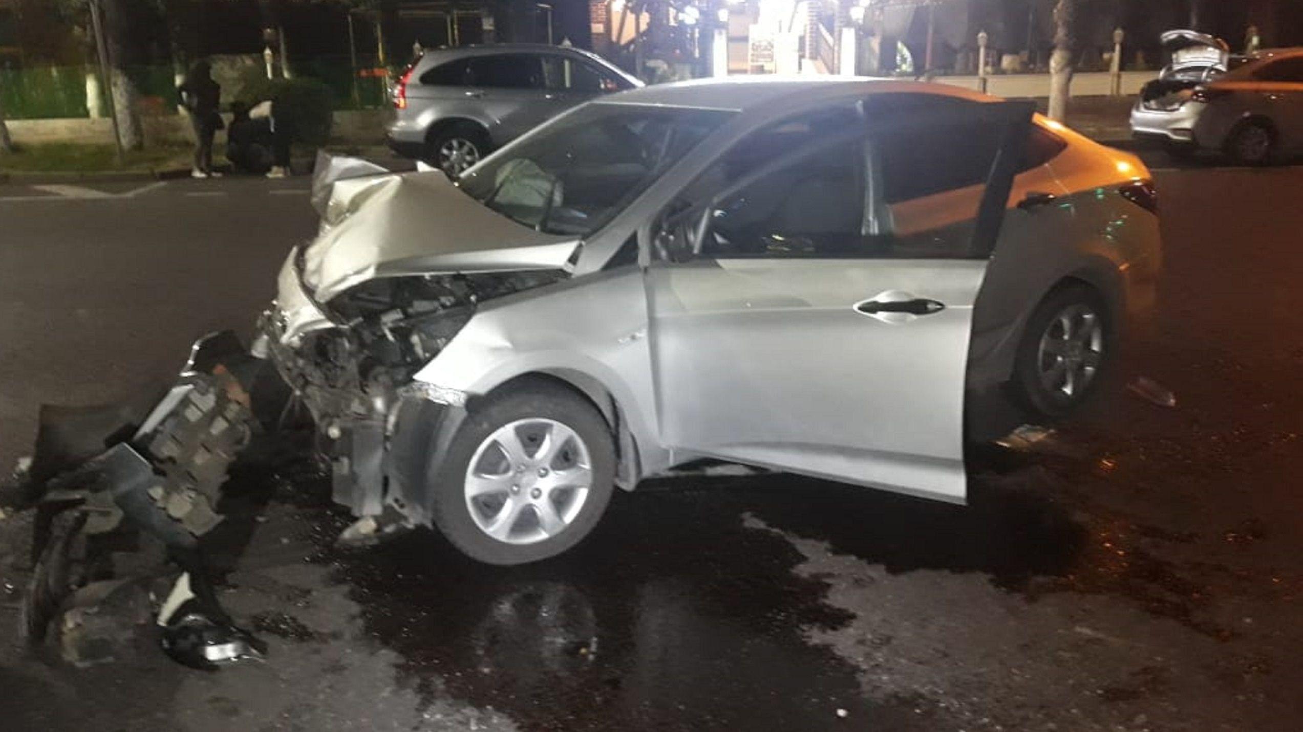 Hyundai Accent проехал на красный через улицу Назарбаева и врезался в  Daewoo Nexia