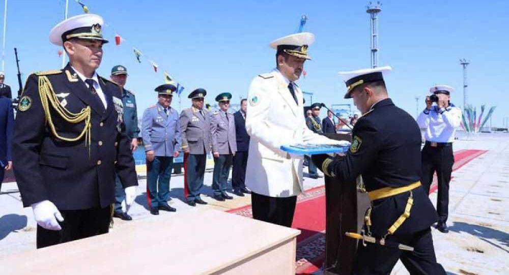 Глава КНБ Карим Масимов вручил экипажу военного корабля флаг и присвоил судну имя Нұр-Сұлтан