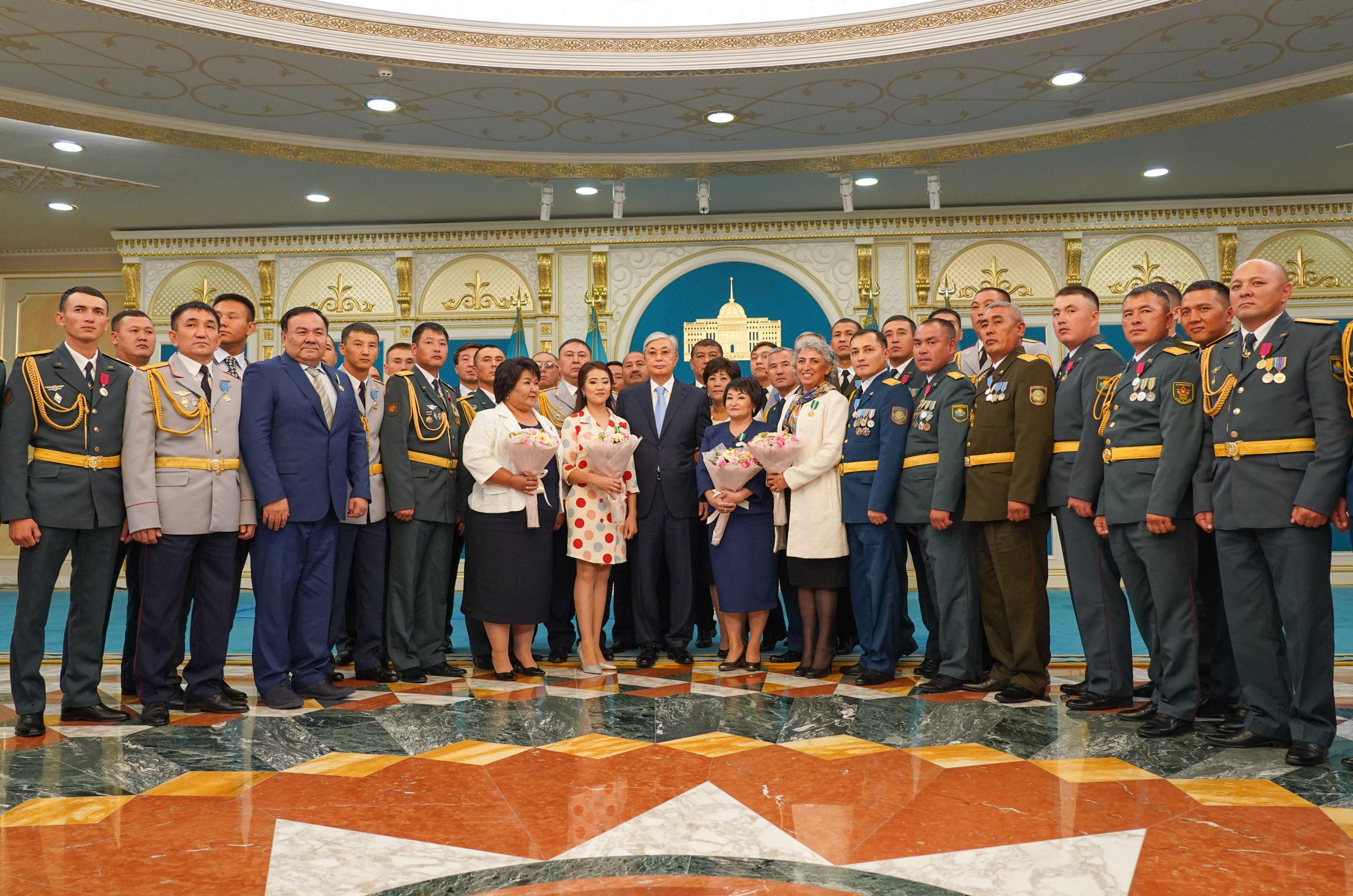 Президент Казахстана наградил участников  ликвидации последствий взрывов в Арыси