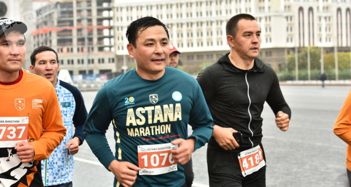 Алтай Кульгинов и Серик Сапиев во время марафона