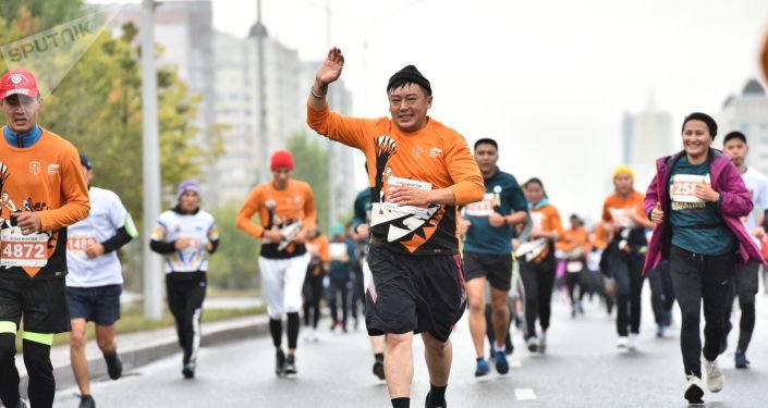 Спортсмены и любители бега пребывали в отличном настроении - эмоции налицо!