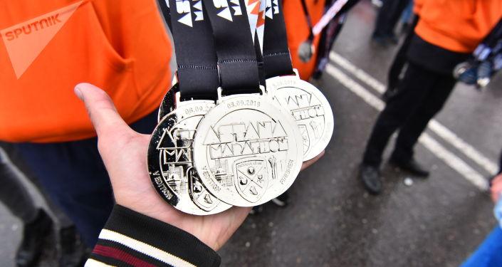 Медали на память о марафоне всем участникам забега