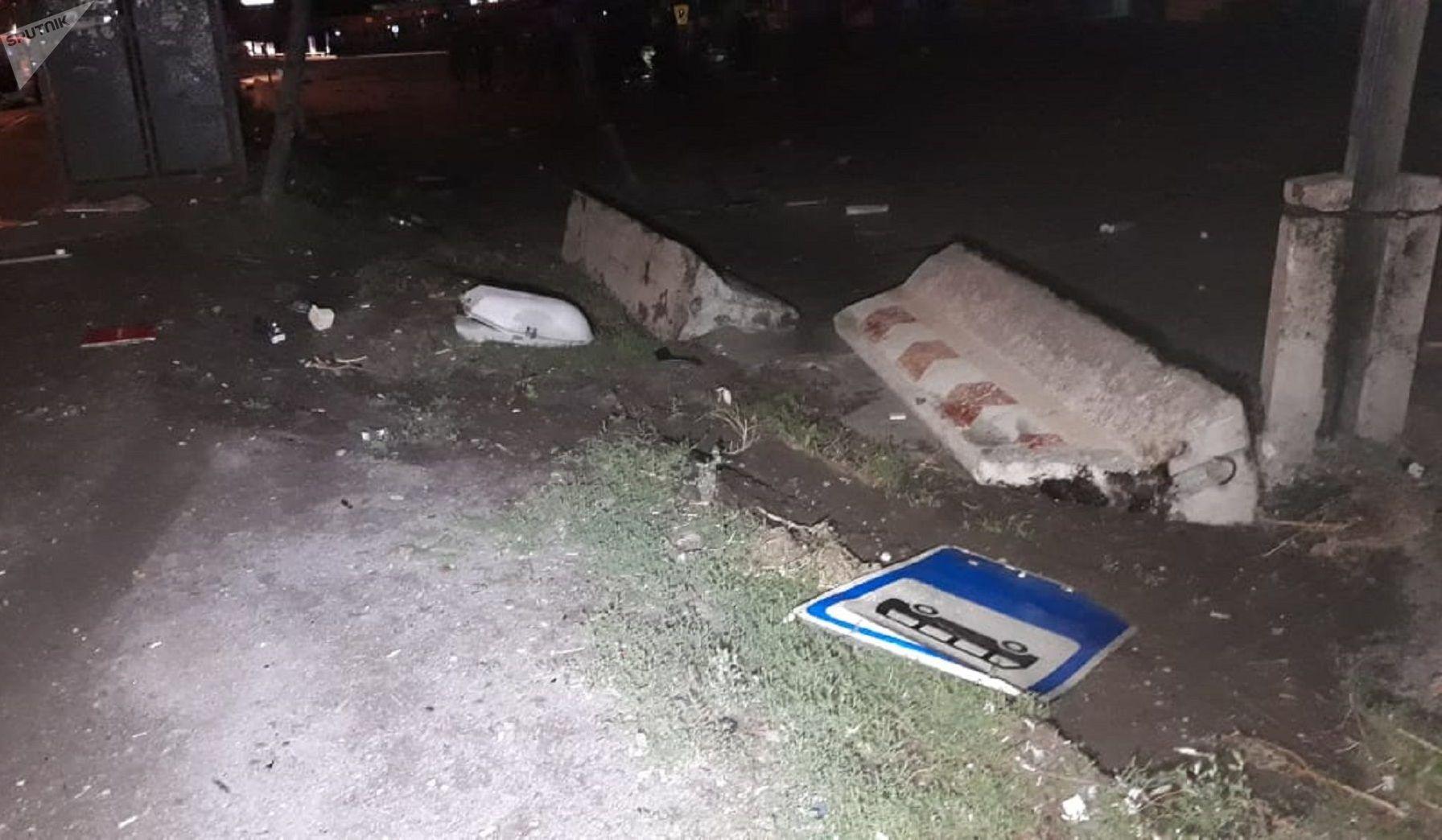 Дорожный знак на месте аварии
