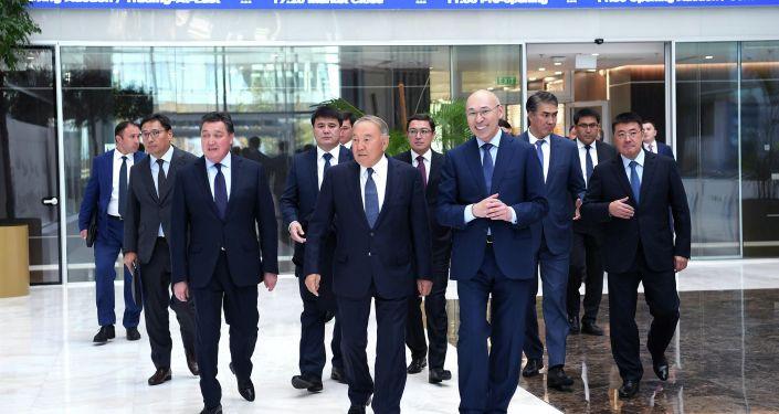 Нурсултану Назарбаеву была представлена информация о наследии выставки ЭКСПО-2017 и предпринимаемых мерах по развитию правовой системы МФЦА