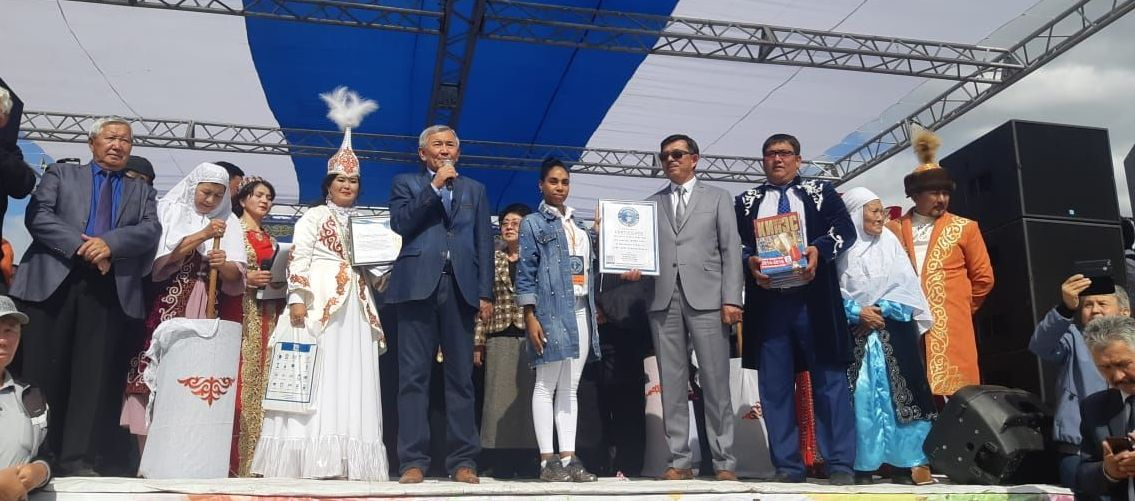 Руководству Жанааркинского района вручили сертификат об установлении рекорда