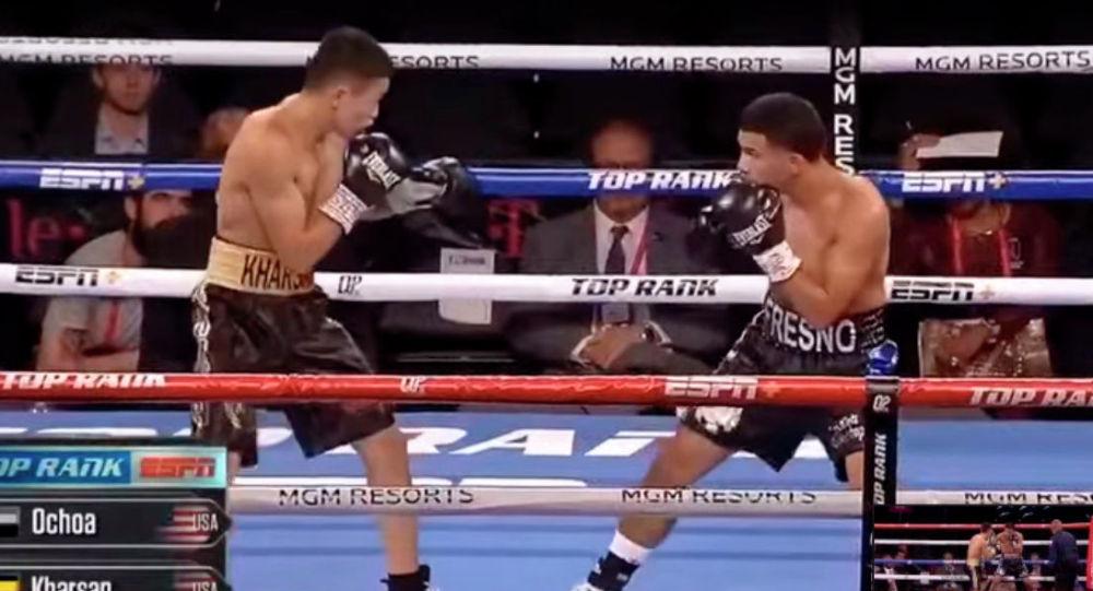 Казахстанский боксер-профессионал Искандер Харсан отправил в нокаут непобежденного американца Исидро Очоа