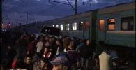 Поезд столкнулся с автобусом у станции Шамалган - видео с места ЧП