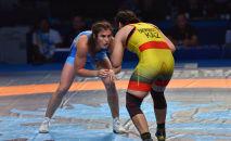 Жамиля Бакбергенова (справа) проиграла олимпийской чемпионке из России Наталье Воробьевой