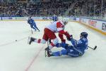 Противостояние было на столько серьезным и упорным, что, периодически, спортсмены обеих команд оказывались на льду