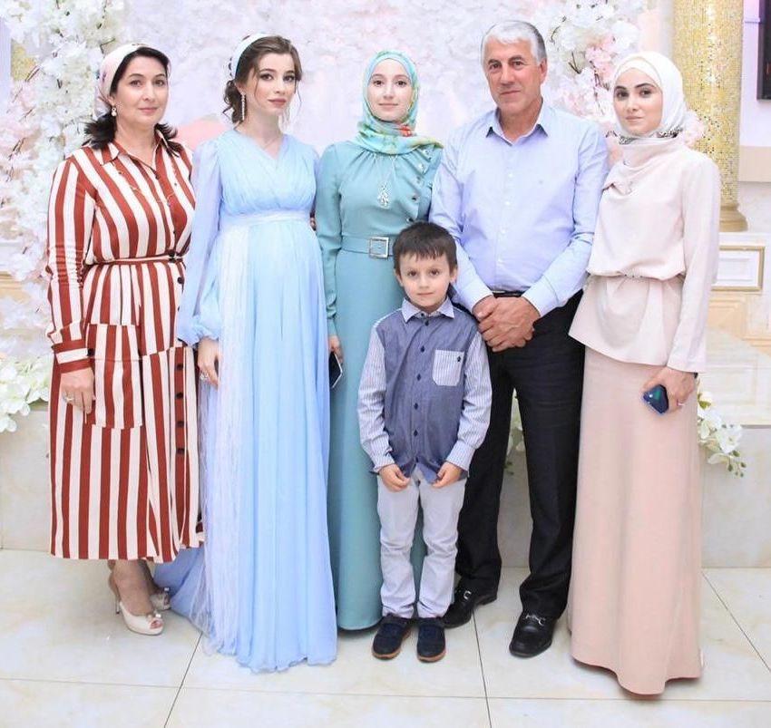 Три дочери Айшат Вагаповой – Феридэ, Жоврат и Аминат помогают родителям заниматься семейным бизнесом