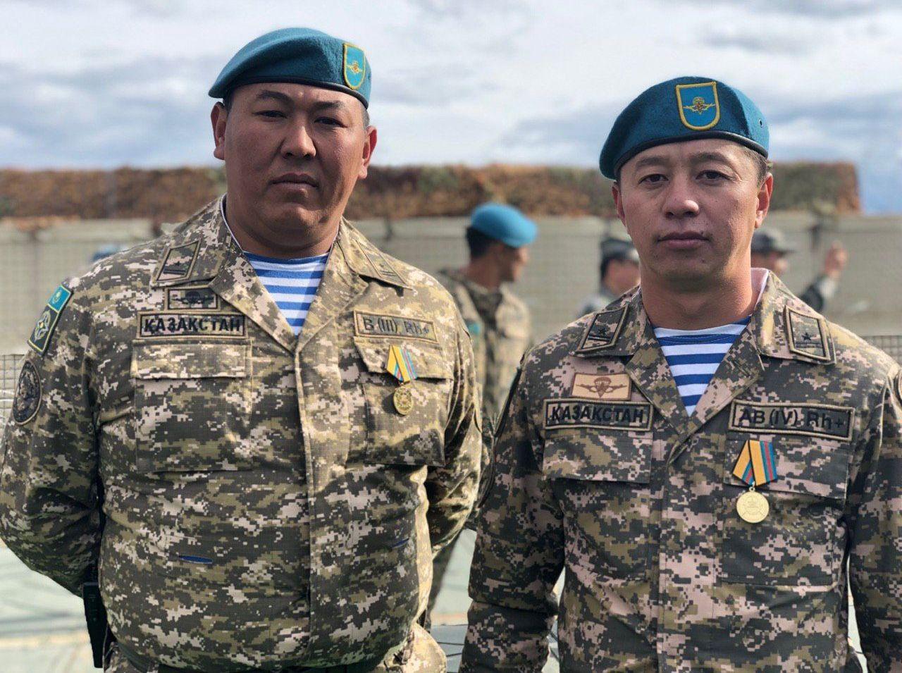 Казахстанские военные Абылай Шильдебаев и Нурзат Турысбек