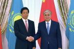 Президент Казахстана Касым-Жомарт Токаев и Председатель Постоянного комитета Всекитайского собрания народных представителей КНР Ли Чжаньшу