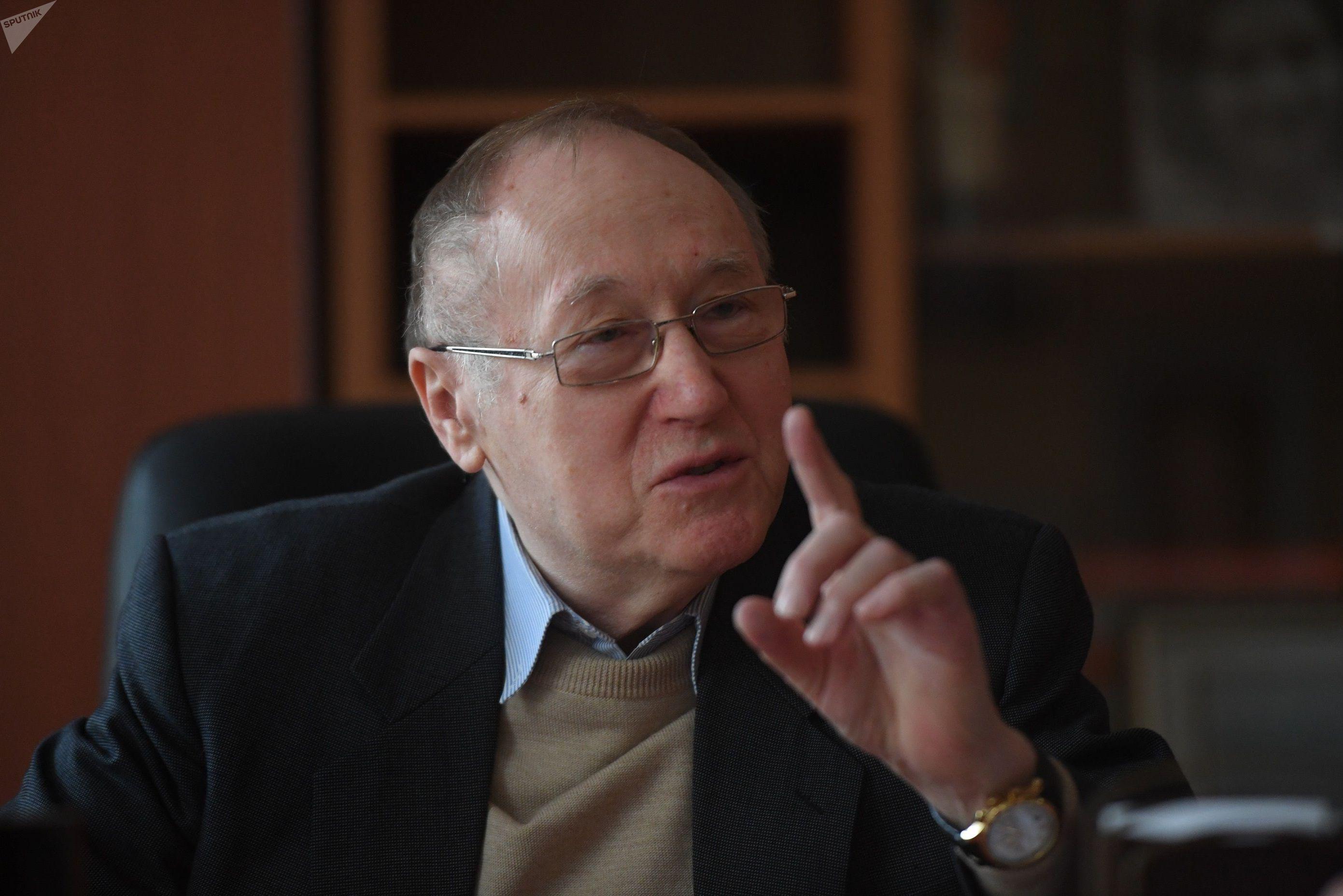 Российский дипломат Евгений Бажанов