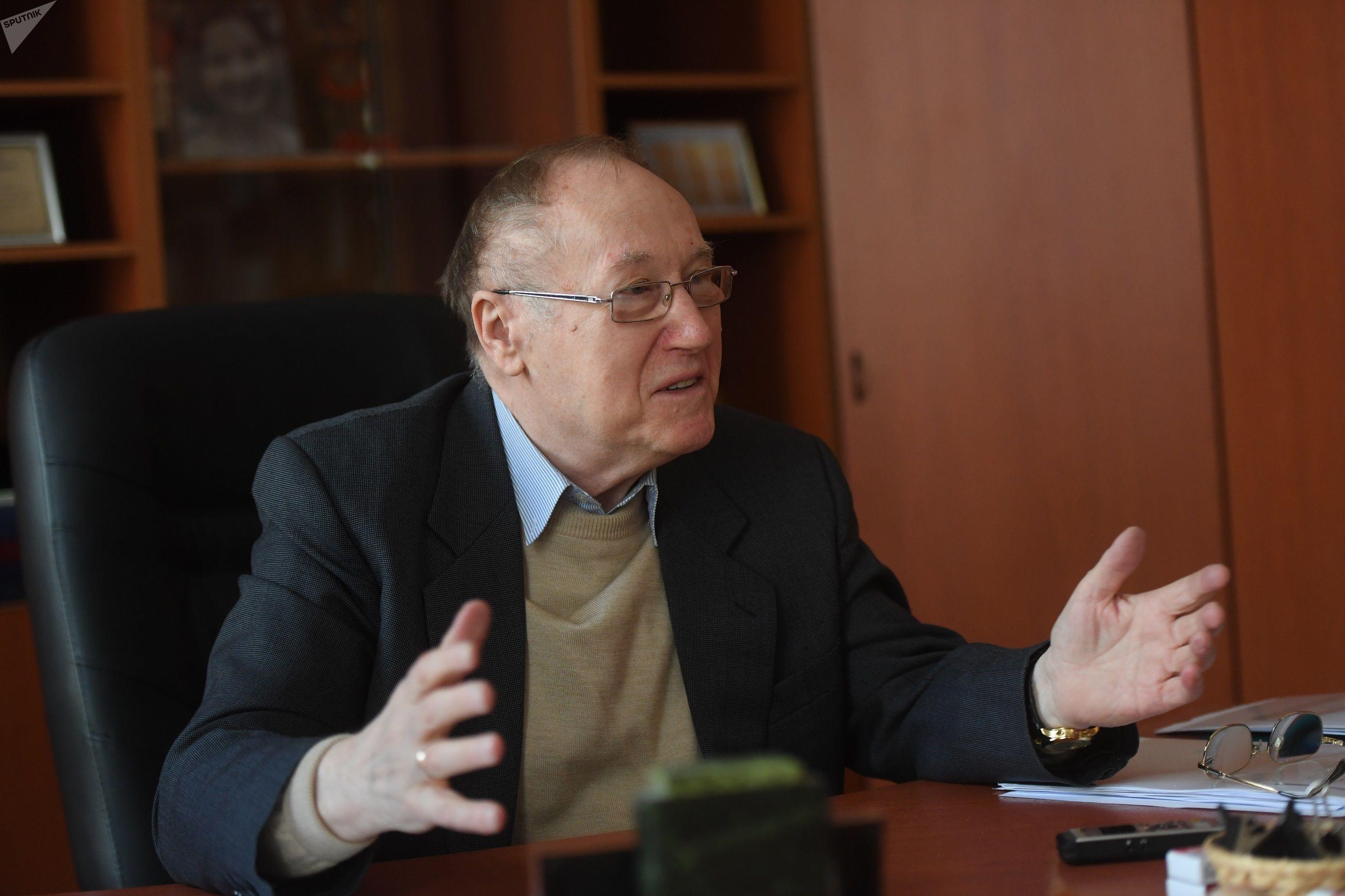 Известный российский дипломат Евгений Бажанов