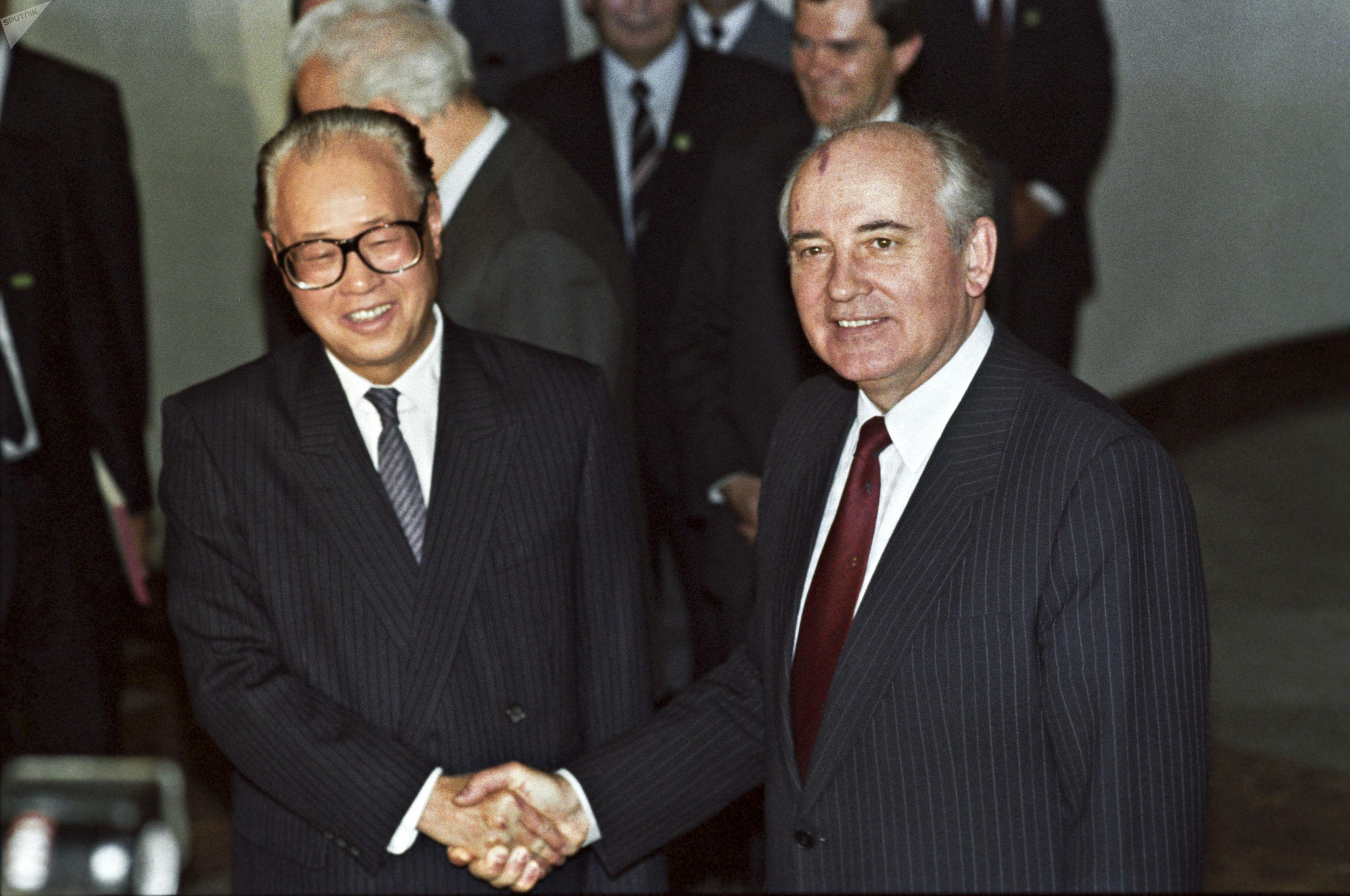 Генеральный секретарь ЦК Компартии Китая Чжао Цзыян и Генеральный секретарь ЦК КПСС Михаил Горбачев, 1989 год