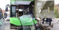 Пассажирский автобус после столкновения сгрузовиком ЗИЛ-131
