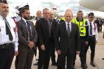 Очередь за фото: Путин вызвал ажиотаж в аэропорту Шарль-де-Голль - видео