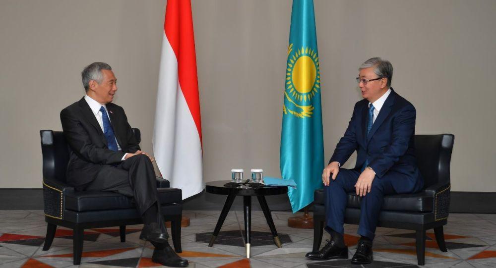 Президент Казахстана Касым-Жомарт Токаев и премьер-министр Сингапура Ли Сянь Лун