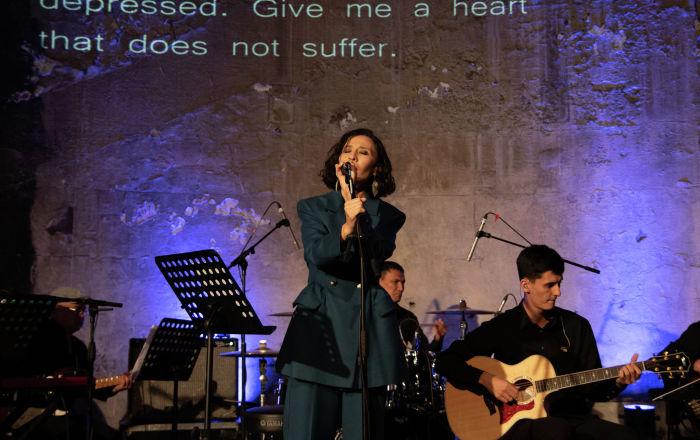 Концептуальный концерт казахского поэта, композитора и исполнителя Maqpalsher состоялся в лондонском музее Брунеля при поддержке посольства Казахстана в Великобритании