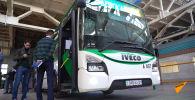 В автобусах Нур-Султана ввели оплату банковскими картами - видео